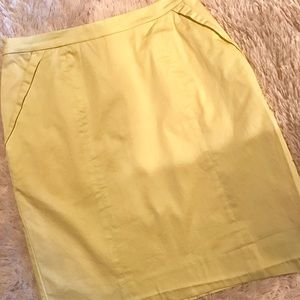 Pastel Yellow Spring knee length skirt sz.6 💛🌻☀️